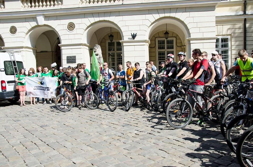Учасники велопробігу на старті
