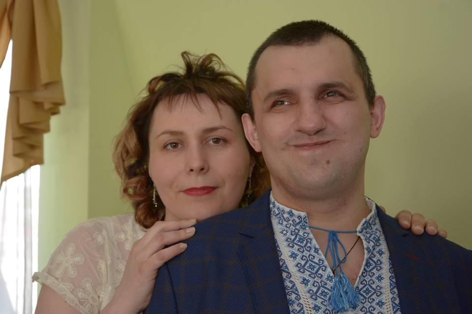 Віталій та Олена Ткачук у день весілля